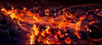 Καίγοντας ξυλάνθρακας ως υπόβαθρο Στοκ φωτογραφία με δικαίωμα ελεύθερης χρήσης