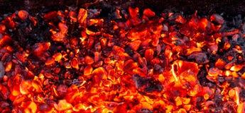 Καίγοντας ξυλάνθρακας ως υπόβαθρο Στοκ εικόνες με δικαίωμα ελεύθερης χρήσης
