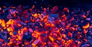 Καίγοντας ξυλάνθρακας ως υπόβαθρο Στοκ Φωτογραφίες