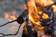 καίγοντας ξυλάνθρακας &alpha Στοκ φωτογραφίες με δικαίωμα ελεύθερης χρήσης