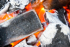 Καίγοντας ξυλάνθρακας Στοκ εικόνες με δικαίωμα ελεύθερης χρήσης
