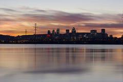 Καίγοντας ουρανοί πέρα από την πόλη του Μόντρεαλ Στοκ φωτογραφία με δικαίωμα ελεύθερης χρήσης