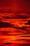 Καίγοντας ουρανός βραδιού Στοκ Φωτογραφίες