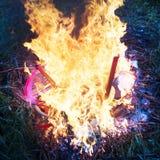 Καίγοντας πλαστική οικογένεια στοκ φωτογραφία με δικαίωμα ελεύθερης χρήσης