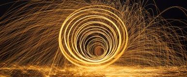 Καίγοντας πυροτεχνήματα μαλλιού χάλυβα Στοκ φωτογραφία με δικαίωμα ελεύθερης χρήσης