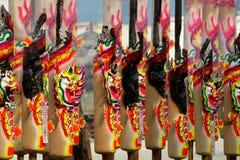 Καίγοντας ραβδί κινέζικων ειδώλων στον κινεζικό ναό στοκ εικόνες με δικαίωμα ελεύθερης χρήσης