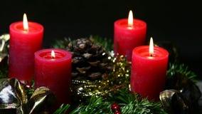 καίγοντας στεφάνι κεριών εμφάνισης απόθεμα βίντεο