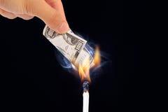 Καίγοντας τραπεζογραμμάτια δολαρίων Στοκ φωτογραφίες με δικαίωμα ελεύθερης χρήσης