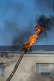 Καίγοντας φανός ενάντια στον ουρανό στοκ φωτογραφία