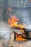 καίγοντας φλόγα πυρκαγιάς Στοκ εικόνες με δικαίωμα ελεύθερης χρήσης