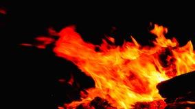 καίγοντας φλόγες μιας φωτιάς Στοκ φωτογραφία με δικαίωμα ελεύθερης χρήσης