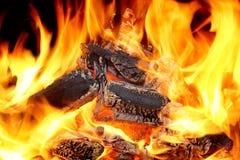 Καίγοντας φλόγες και καμμένος άνθρακας XXXL HDR Στοκ Εικόνες