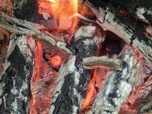 Καίγοντας φλόγες μιας πυρκαγιάς των ανθράκων Στοκ Φωτογραφία