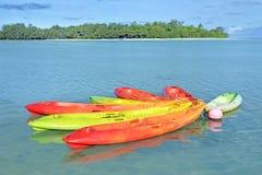 Καγιάκ στις νήσους Rarotonga Κουκ λιμνοθαλασσών Muri Στοκ εικόνα με δικαίωμα ελεύθερης χρήσης