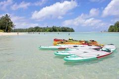 Καγιάκ στις νήσους Rarotonga Κουκ λιμνοθαλασσών Muri Στοκ Φωτογραφία