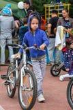 ΚΑΖΑΚΣΤΑΝ, ΑΛΜΆΤΙ - 11 ΙΟΥΝΊΟΥ 2017: Γύρος de kids ανταγωνισμών ανακύκλωσης παιδιών ` s Τα παιδιά ηλικίας 2 έως 7 έτη ανταγωνίζον Στοκ Φωτογραφίες