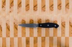 Καθάρισμα του μαχαιριού Στοκ Φωτογραφίες