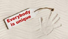 Καθένας είναι μοναδικός: Δώστε την τυπωμένη ύλη με το κείμενο για διανοητικό και individ Στοκ Φωτογραφία