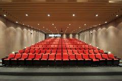 Καθίσματα θεάτρων στην αίθουσα κινηματογράφων στοκ εικόνες