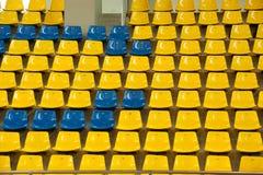 Καθίσματα στο στάδιο καλαθοσφαίρισης. Στοκ Εικόνες