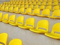 Καθίσματα των κίτρινων θεατών Στοκ φωτογραφίες με δικαίωμα ελεύθερης χρήσης