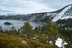 καθαρά αμερικανικά ύδατα λιμνών tahoe Στοκ Φωτογραφίες