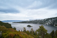 καθαρά αμερικανικά ύδατα λιμνών tahoe Στοκ φωτογραφία με δικαίωμα ελεύθερης χρήσης