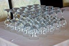 Καθαρά γυαλιά στον πίνακα στο εστιατόριο στοκ φωτογραφία με δικαίωμα ελεύθερης χρήσης