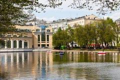 Καθαρές λίμνες στη Μόσχα στην ηλιόλουστη ημέρα Στοκ Φωτογραφία