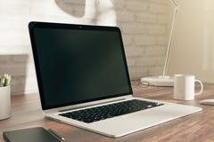 Καθαρή άσπρη πλευρά lap-top Στοκ φωτογραφία με δικαίωμα ελεύθερης χρήσης