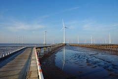 Καθαρή ενέργεια, εγκαταστάσεις αιολικής ενέργειας Στοκ εικόνες με δικαίωμα ελεύθερης χρήσης