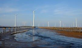 Καθαρή ενέργεια, εγκαταστάσεις αιολικής ενέργειας Στοκ φωτογραφίες με δικαίωμα ελεύθερης χρήσης