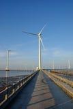 Καθαρή ενέργεια, εγκαταστάσεις αιολικής ενέργειας Στοκ εικόνα με δικαίωμα ελεύθερης χρήσης
