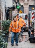 Καθαρίζοντας ίχνη αίματος φορτηγών οχημάτων αποκομιδής απορριμμάτων δημόσιων υπηρεσιών μετά από Strasbou στοκ φωτογραφία με δικαίωμα ελεύθερης χρήσης