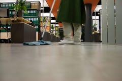 καθαρίζοντας γραφείο Στοκ Φωτογραφία