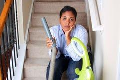 καθαρίζοντας γυναίκα σπιτιών Στοκ Εικόνα