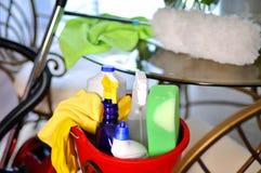 Καθαρίζοντας κάδος υπηρεσιών με τον καθαρισμό των προμηθειών Στοκ φωτογραφίες με δικαίωμα ελεύθερης χρήσης