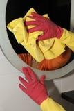 καθαρίζοντας καθρέφτης Στοκ εικόνες με δικαίωμα ελεύθερης χρήσης