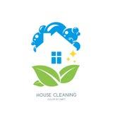 Καθαρίζοντας λογότυπο υπηρεσιών, έμβλημα ή πρότυπο σχεδίου εικονιδίων Καθαρό σπίτι και πράσινη απεικόνιση φύλλων απεικόνιση αποθεμάτων