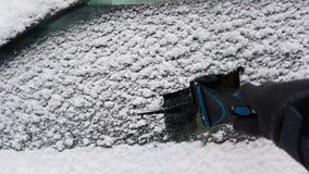 Καθαρίζοντας παράθυρα αυτοκινήτων Στοκ Φωτογραφία