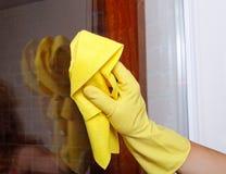 καθαρίζοντας παράθυρο χ&e Στοκ Φωτογραφίες