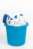 Καθαρίζοντας προμήθειες στον μπλε κάδο Στοκ εικόνες με δικαίωμα ελεύθερης χρήσης