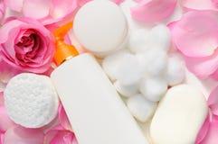 καθαρίζοντας του προσώπου προϊόντα κρέμας Στοκ φωτογραφίες με δικαίωμα ελεύθερης χρήσης