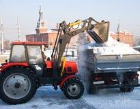 καθαρίζοντας χιόνι Στοκ φωτογραφία με δικαίωμα ελεύθερης χρήσης