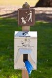 Καθαρίστε μετά από το σκυλί σας Στοκ Φωτογραφίες