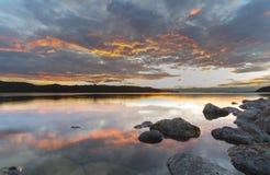 Καθαρίστε το ηλιοβασίλεμα νερού Στοκ Φωτογραφία