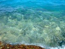 Καθαρίστε το νερό στα shallows στοκ εικόνες με δικαίωμα ελεύθερης χρήσης