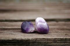 Καθαρίστε των γυαλισμένων αμεθύστινων πετρών Στοκ Φωτογραφίες