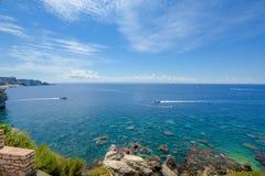 Καθαρίστε, χαλαρώνοντας την παραλία στη Γαλλία Στοκ Εικόνες