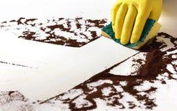 Καθαρισμός μιας βρώμικης επιφάνειας Στοκ φωτογραφία με δικαίωμα ελεύθερης χρήσης